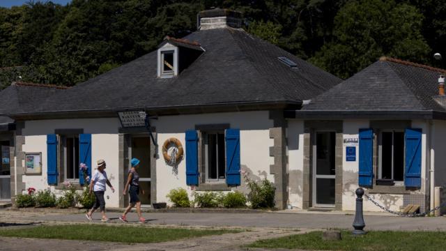 Maison eclusiere du canal de Nantes a Brest a Port Launay